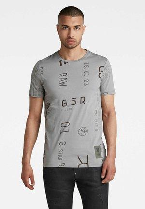 GRAPHICS AO SLIM - Print T-shirt - charcoal extreme