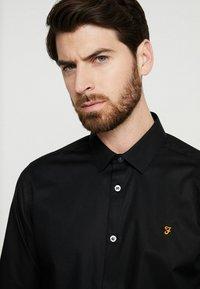 Farah Tailoring - HANDFORD SLIM FIT - Formal shirt - black - 3