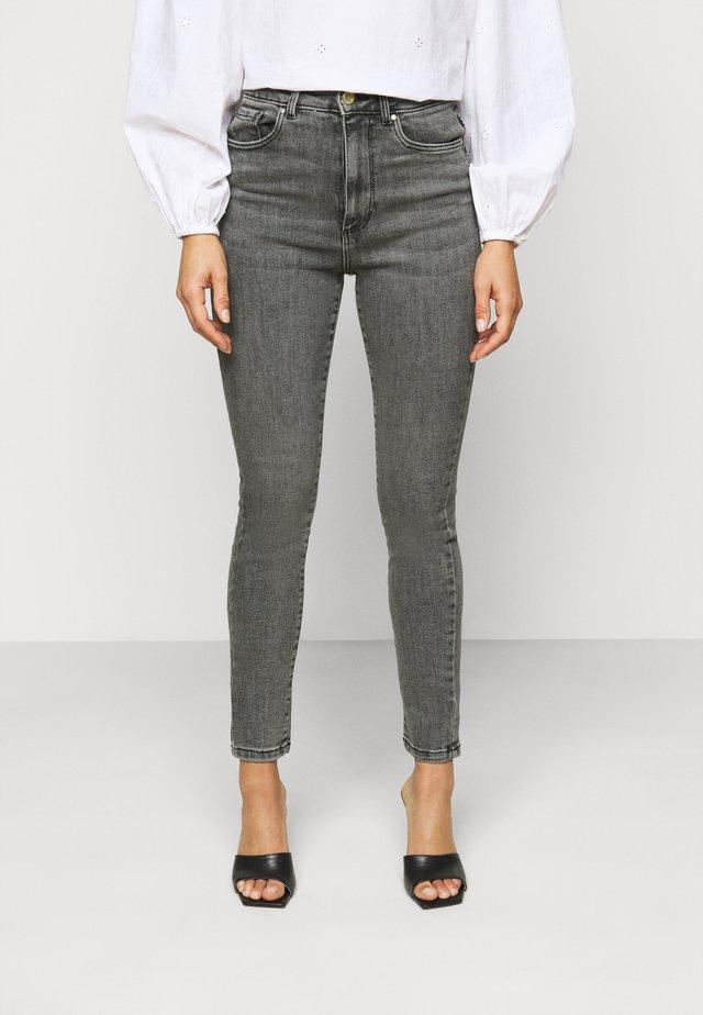 VMLOA SKINNY - Jeans Skinny Fit - medium grey denim