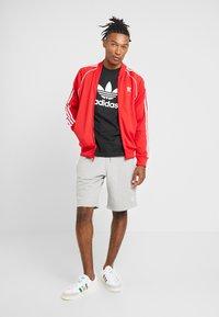 adidas Originals - TREFOIL UNISEX - T-shirt med print - black - 1