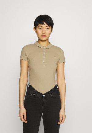 SLIM - Polo shirt - camel