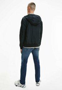 Calvin Klein Jeans - Kevyt takki - ck black - 2