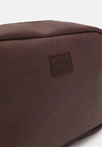 Jack & Jones - JACCARLO TOILET BAG - Wash bag - chocolate brown - 3