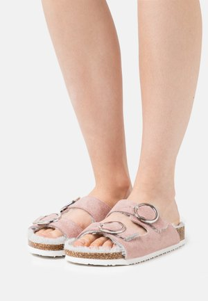 WIDE FIT GRENSTONE - Mules - dusky pink