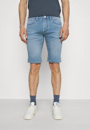 COMMERCIALKEN - Shorts vaqueros - blue wash