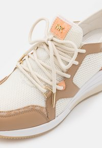 MICHAEL Michael Kors - LIV TRAINER - Sneakers laag - camel/multicolor - 6