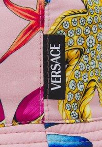 Versace - TRESOR DE LA MER BUCKET HAT UNISEX - Klobouk - rosa/multicolor - 4