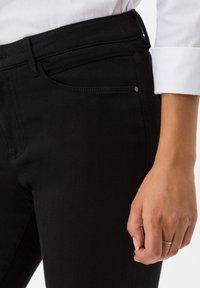 BRAX - STYLE SHAKIRA - Jeans Skinny - clean black - 4