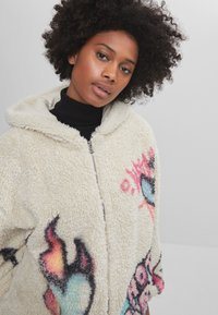 Bershka - MIT PRINT  - Fleece jacket - stone - 3