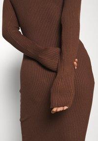 Zign - Pouzdrové šaty - dark brown - 5