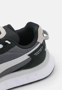 Puma - WILD RIDER ROLLIN UNISEX - Sneakers basse - black/castlerock - 5