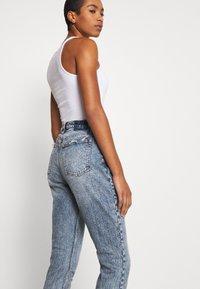 Abercrombie & Fitch - Slim fit jeans - medium destroy - 4