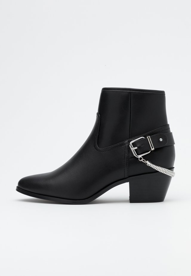 ONLTOBIO CHAIN BOOT  - Classic ankle boots - black
