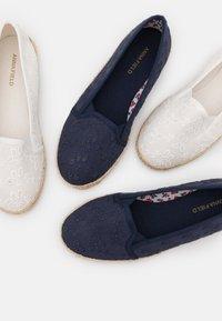 Anna Field - 2 PACK - Loafers - white/dark blue - 6
