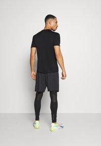 Endurance - VERNON PERFORMANCE TEE - T-shirt basique - black - 2