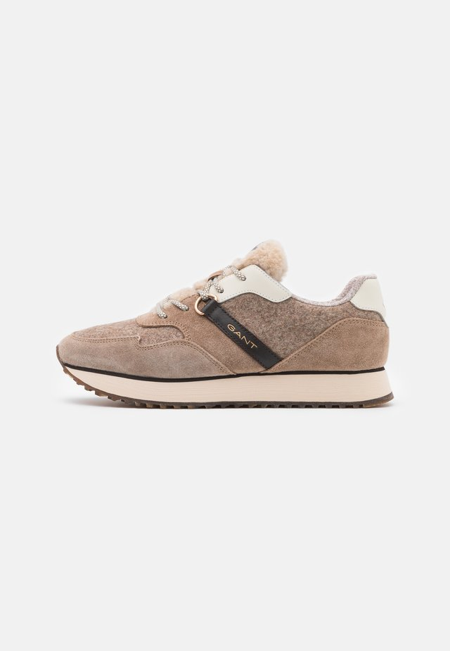 BEVINDA RUNNING - Trainers - mud brown