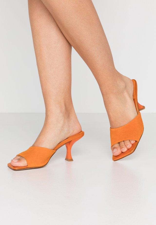 MR-BIG - Slip-ins med klack - orange