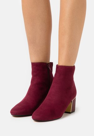 AMBER BLOCK HEEL BOOT - Classic ankle boots - burgundy