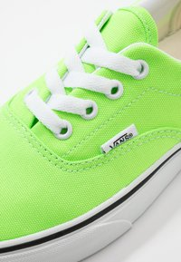 Vans - ERA - Trainers - neon green gecko/true white - 6