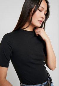 edc by Esprit - CORE HIGH - T-shirt basique - black - 4