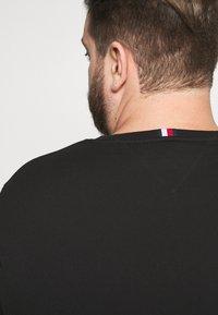 Tommy Hilfiger - FLAG TEE - Print T-shirt - black - 5