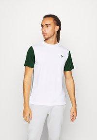 Lacoste Sport - TENNIS  - Print T-shirt - white/green - 0