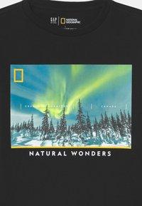 GAP - BOY NATIONAL GEOGRAPHIC NORTHERN LIGHTS - Long sleeved top - true black - 2