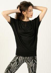 super.natural - Sports shirt - schwarz - 0