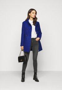 Vero Moda Petite - VMTANYA PIPING - Jeans Skinny Fit - dark grey denim - 1
