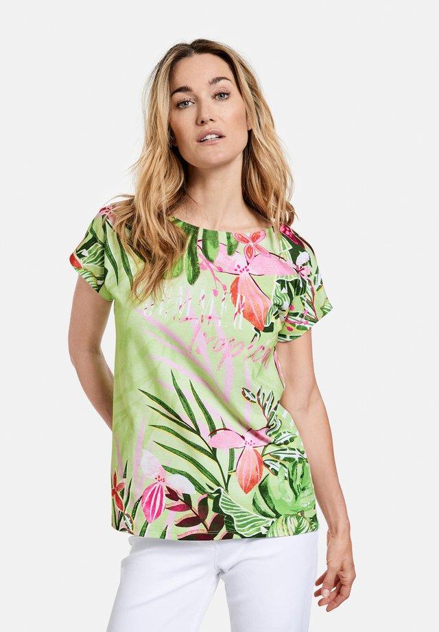 FLORAL BEDRUCKTES  - T-shirt print - grün/ecru/weiss patch
