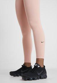 Nike Performance - ONE - Medias - pink quartz/black - 3