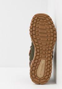 Columbia - FAIRBANKS 503 OMNI-HEAT - Walking boots - nori/dark adobe - 4