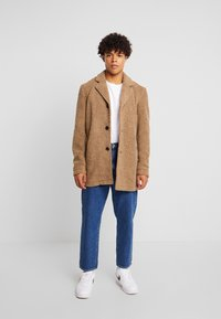 Anerkjendt - AKSAL JACKET - Classic coat - dijon - 1