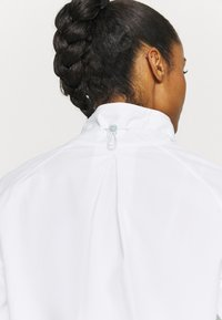 Under Armour - RECOVER JACKET - Treningsjakke - white - 5