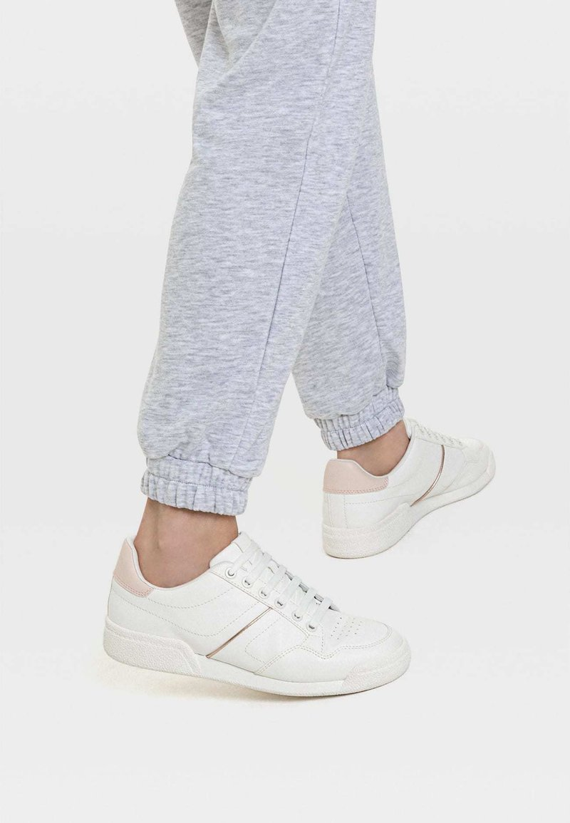 Stradivarius - MIT FERSENDETAIL - Sneaker low - white