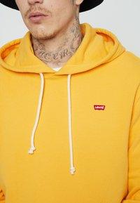 Levi's® - NEW ORIGINAL HOODIE  - Hoodie - yellows/oranges - 4