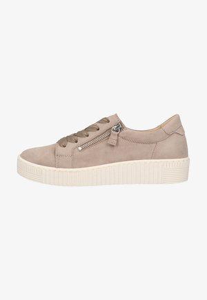 Sneakers laag - visone (beige)