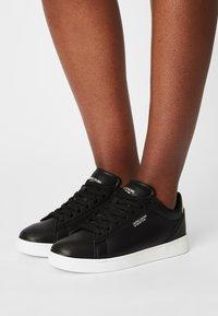 Benetton - LABEL LAMINATI - Sneakers basse - black - 0