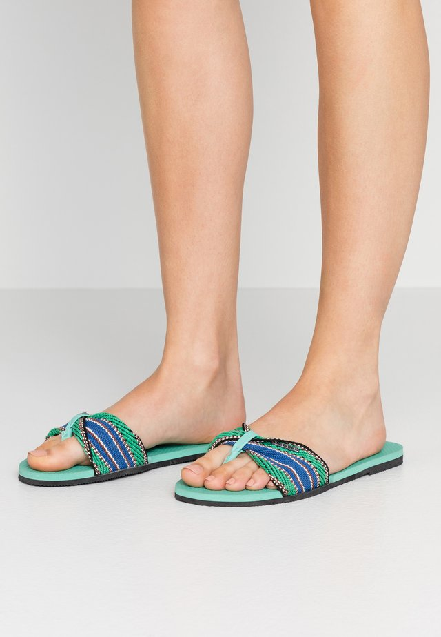 YOU TROPEZ FITA - Sandalias de dedo - green