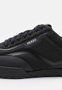 HUGO - MATRIX - Trainers - black - 5