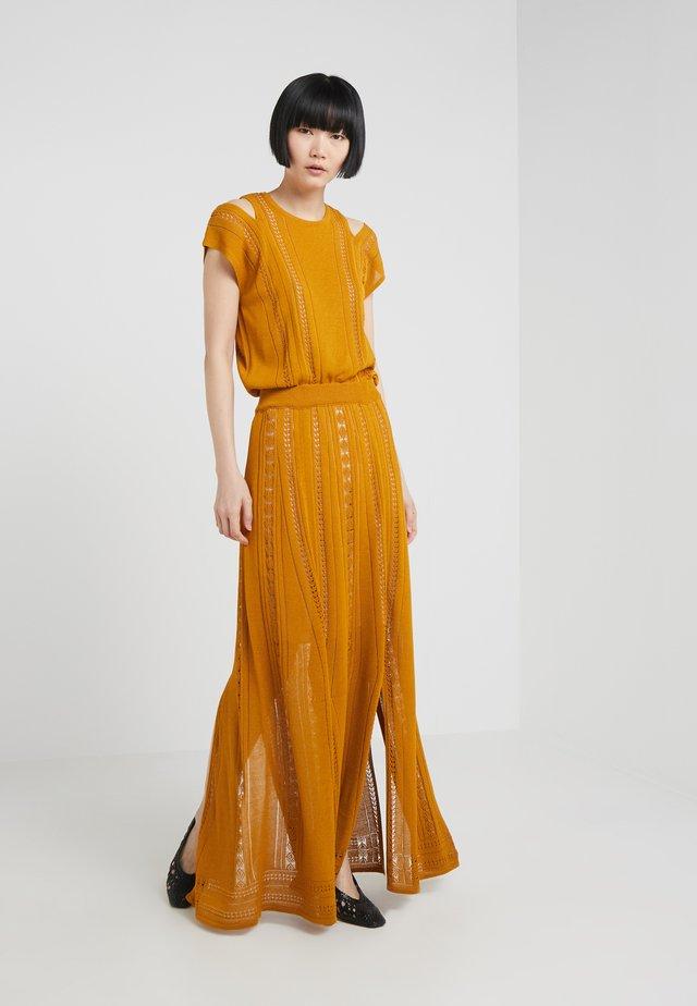 GRACE - Vestito lungo - saffron