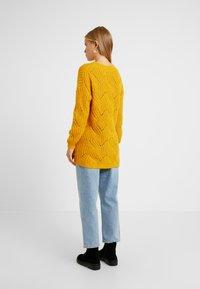 ONLY Petite - ONLHAVANA V NECK - Jumper - golden yellow - 2