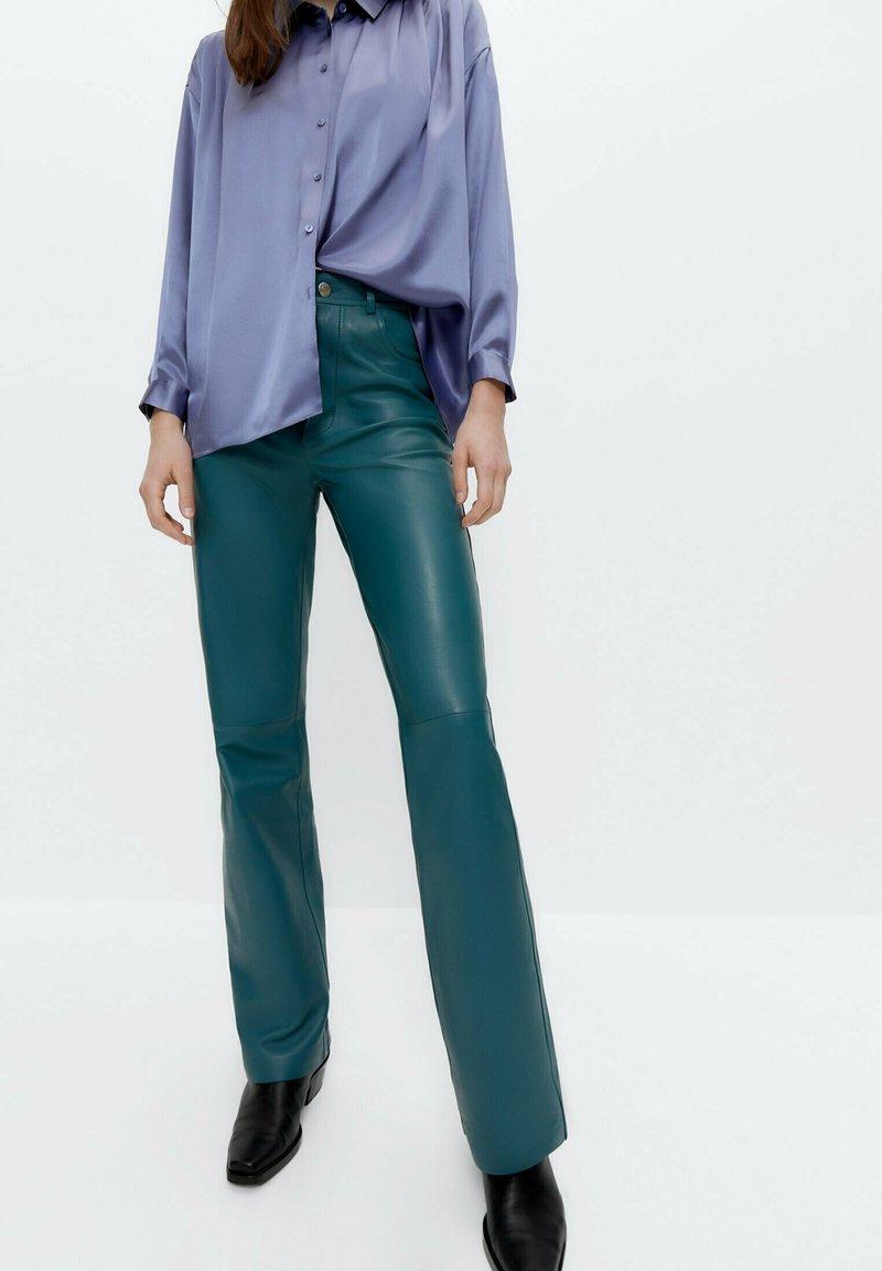 Uterqüe - Leather trousers - green