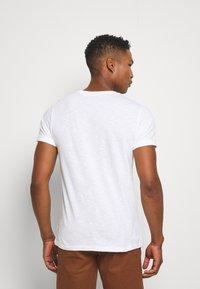 Burton Menswear London - 3 PACK - T-shirt - bas - white - 2