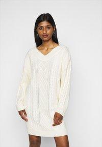 Fashion Union Petite - QUINCE - Strikket kjole - cream - 0