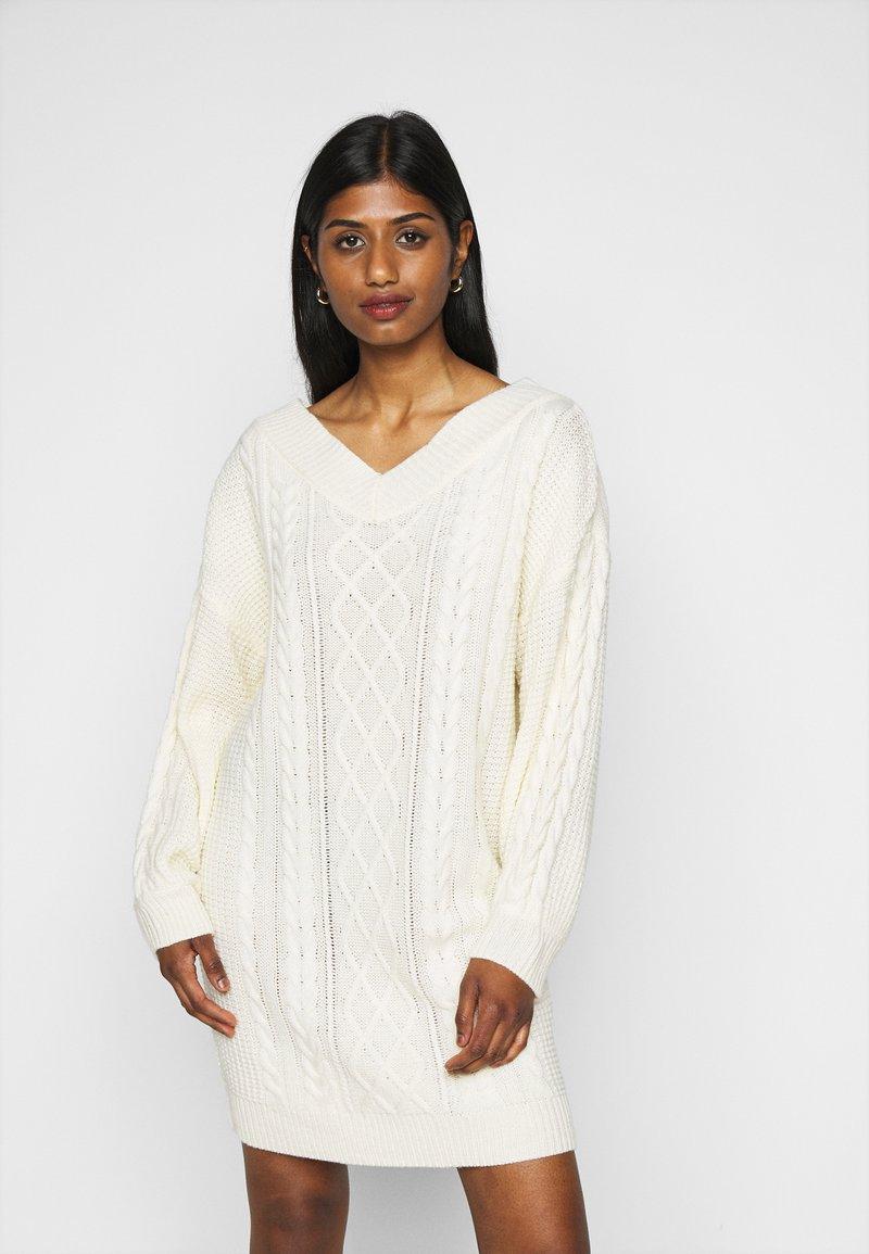 Fashion Union Petite - QUINCE - Strikket kjole - cream