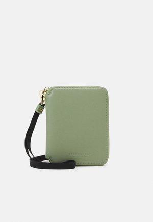 SELMA - Wallet - matcha green