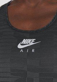 Nike Performance - AIR TANK - Funktionsshirt - black/iron grey/silver - 4