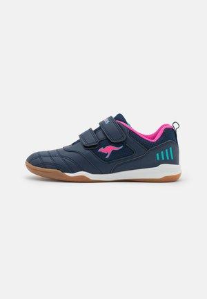 CAYARD - Sneaker low - dark navy/daisy pink