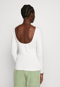 Zign - LONG SLEEVE WITH SCOOP BACK - Topper langermet - cloud dancer - 2